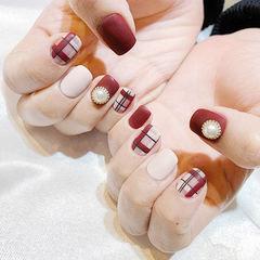 方圆形红色白色格纹珍珠磨砂美甲图片