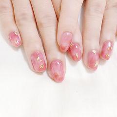 圆形粉色晕染金箔美甲图片