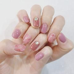 方圆形粉色豆沙色晕染钻金箔美甲图片