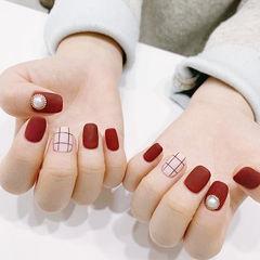 方圆形红色白色格子珍珠磨砂美甲图片