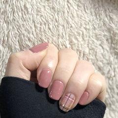 方圆形豆沙色格纹美甲图片