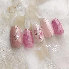 圆形粉色晕染干花日式新年美甲图片