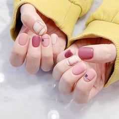 圆形玫红色粉色格纹磨砂美甲图片