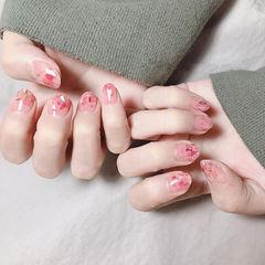 圆形粉色贝壳片短指甲简约上班族美甲图片
