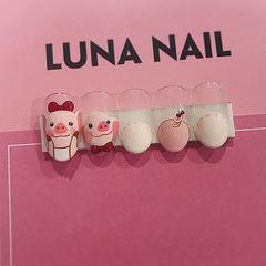 圆形粉色白色手绘小猪可爱新年圆法式美甲图片
