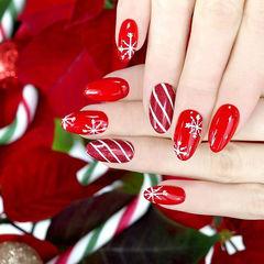 圆形红色雪花斜纹新年美甲图片