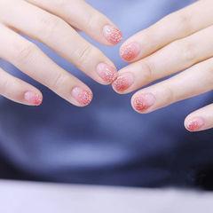 圆形粉色渐变短指甲美甲图片