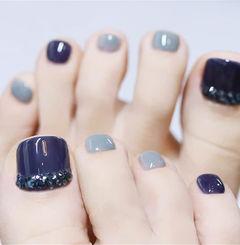 脚部蓝色灰色钻美甲图片