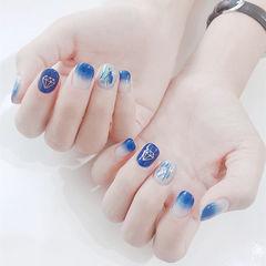 方圆形蓝色渐变贝壳片美甲图片