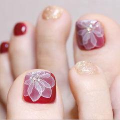 脚部红色金色白色手绘花朵新年美甲图片