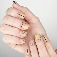 方圆形黄色线条磨砂美甲图片