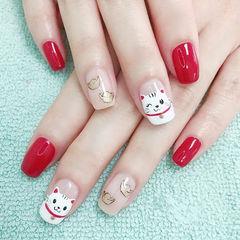方圆形红色白色手绘新年招财猫美甲图片