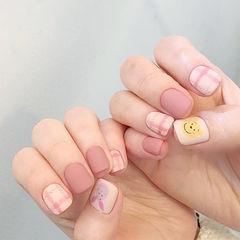 方圆形粉色黄色手绘格纹磨砂卡通美甲图片