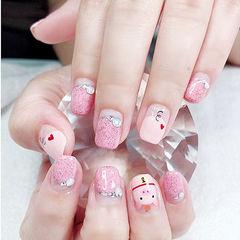 方圆形粉色手绘小猪新年圆法式钻美甲图片