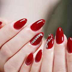 圆形红色钻显白新年简约美甲图片
