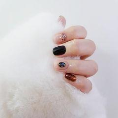 方圆形黑色裸色棕色贝壳片镜面美甲图片