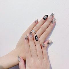 圆形黑色白色渐变贝壳片美甲图片