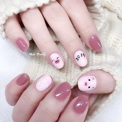圆形粉色豆沙色手绘小猪可爱新年分享ins美图美甲图片