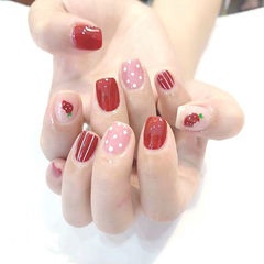 方圆形红色粉色手绘线条波点草莓美甲图片