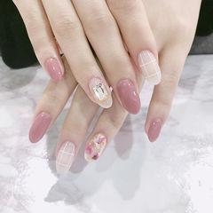 圆形粉色裸色钻贝壳片金箔格子美甲图片