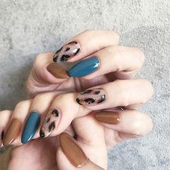 圆形蓝色焦糖色手绘豹纹跳色美甲图片