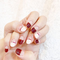 圆形红色白色平法式新娘美甲图片
