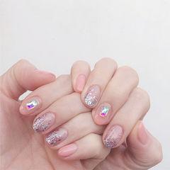 圆形粉色银色渐变钻美甲图片