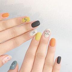 圆形白色橙色黄色手绘可爱跳色磨砂韩式美甲图片