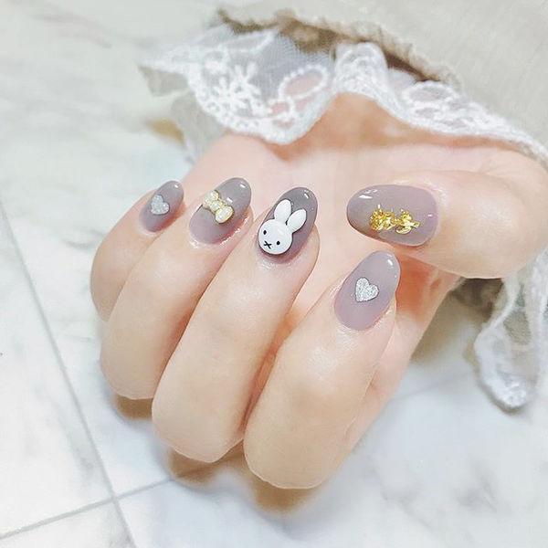 圆形灰色可爱兔子饰品美甲图片