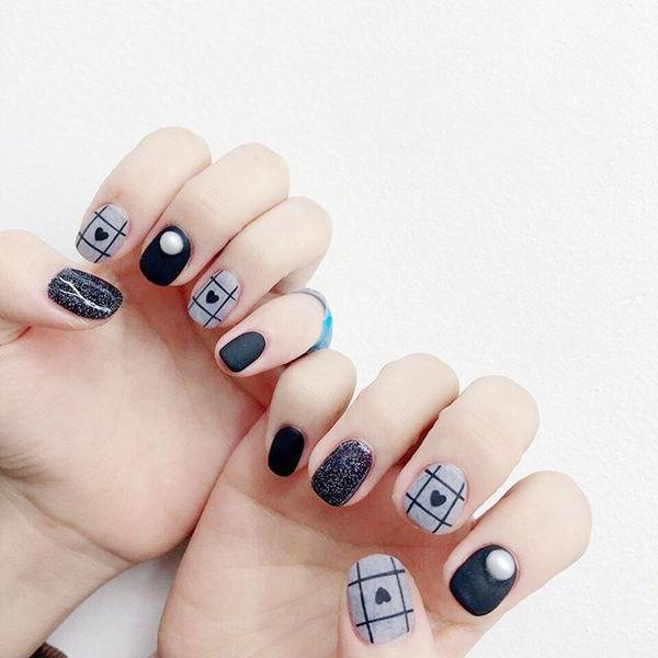 方圆形黑色灰色格子心形珍珠皮草胶磨砂美甲图片