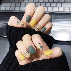 方圆形绿色黄色格纹磨砂美甲图片