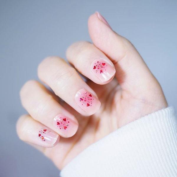 圆形粉色亮片腮红甲美甲图片