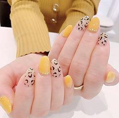 圆形黄色银色黑色手绘豹纹美甲图片