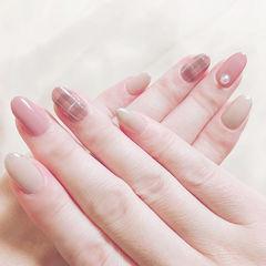 圆形粉色裸色格纹珍珠简约美甲图片