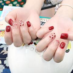 方圆形红色手绘心形干花美甲图片