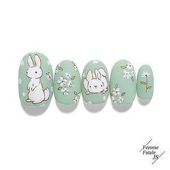 圆形绿色白色手绘兔子花朵磨砂可爱春天美甲图片