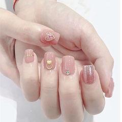 方圆形粉色心形简约美甲图片