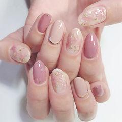 圆形粉色裸色贝壳片金箔晕染春天美甲图片