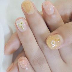 圆形黄色贝壳片干花春天美甲图片