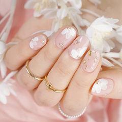 圆形粉色白色金属饰品手绘花朵简约春天美甲图片