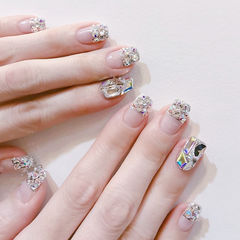 方圆形银色钻平法式新娘美甲图片
