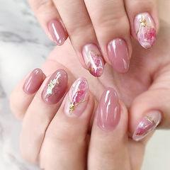 圆形粉色晕染贝壳片金箔日式美甲图片