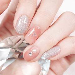 圆形豆沙色银色钻珍珠春天简约上班族美甲图片