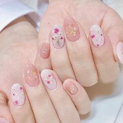 圆形粉色白色干花金箔春天美甲图片