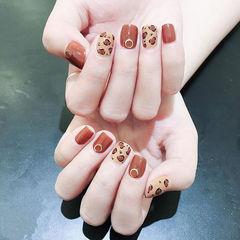 方圆形焦糖色手绘豹纹美甲图片