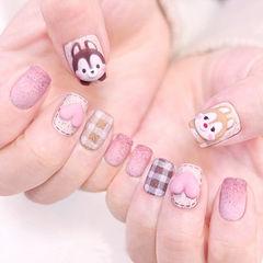 方圆形粉色棕色手绘格纹心形可爱松鼠磨砂美甲图片