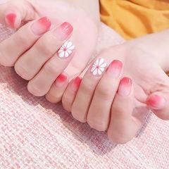 方圆形粉色白色渐变手绘雏菊春天美甲图片