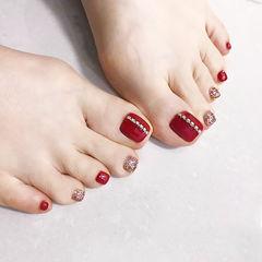 脚部红色金色钻跳色显白新娘美甲图片