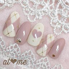 圆形粉色白色手绘心形菱形美甲图片
