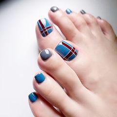 脚部蓝色灰色线条美甲图片